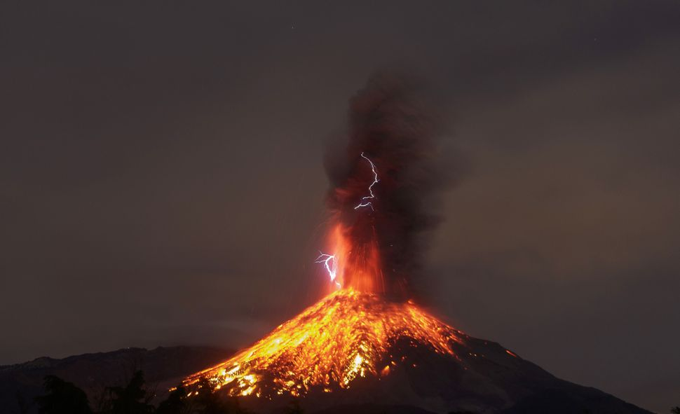 A view fromColima State, Mexico, shows theVolcano of Fire in eruption onJan. 19, 2017.