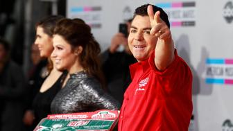 John Schnatter, founder and chief executive of Papa John's Pizza, arrives at the 2011 American Music Awards in Los Angeles November 20, 2011. REUTERS/Danny Moloshok (UNITED STATES - Tags: ENTERTAINMENT BUSINESS FOOD) (AMA-ARRIVALS)