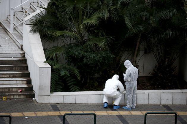 Επίθεση στο Εφετείο: Βρέθηκε το βαν των τρομοκρατών και κάλυκας που επιβεβαιώνει τον