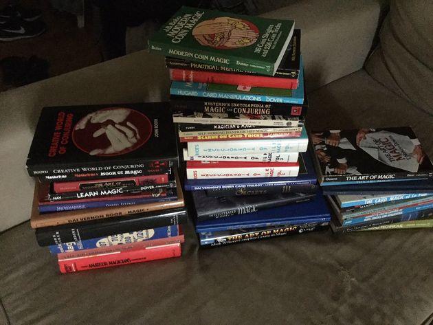 Η συλλογή βιβλίων ταχυδακτυλουργίας...