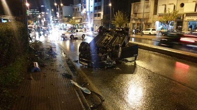 ΙΧ αυτοκίνητο αναποδογύρισε στη Λεωφόρο Μεσογείων. Γλύτωσε ο