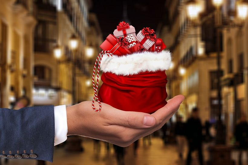 "image of hand with christmas gifts (<a rel=""nofollow"" href=""http://maxpixel.freegreatpicture.com/Present-Hand-Gift-Keep-Give-"