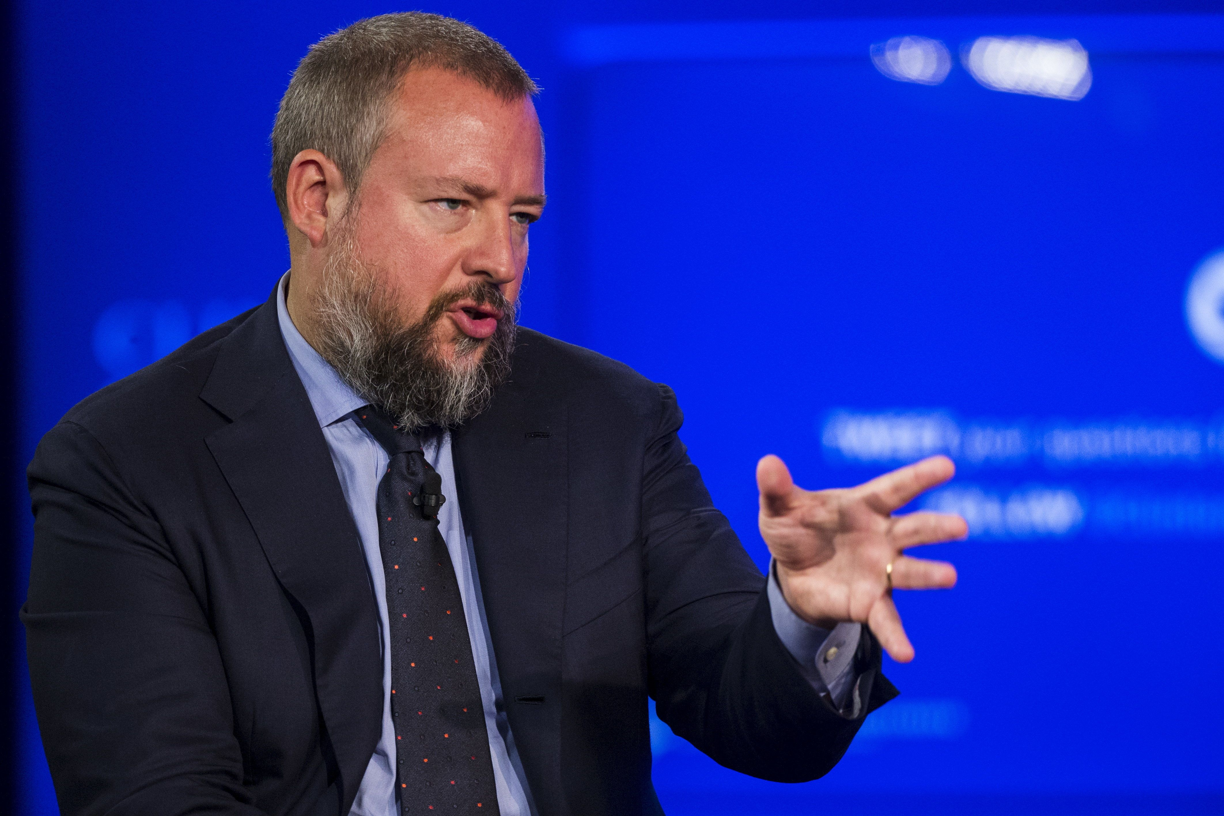 Journalist and CEO of Vice News, Shane Smith, moderates a session on sustainable oceans during the Clinton Global Initiative's annual meeting in New York, September 28, 2015.  REUTERS/Lucas Jackson