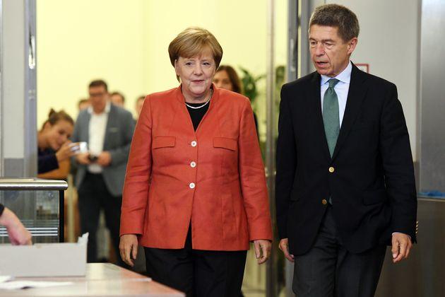 Ο σύζυγος της Μέρκελ παραδέχεται ότι ποτέ δεν σκέφτηκε να φύγει από τη Λαϊκή Δημοκρατία της