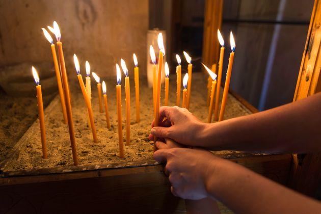 Τι συμβολίζει το άναμμα του κεριού στην