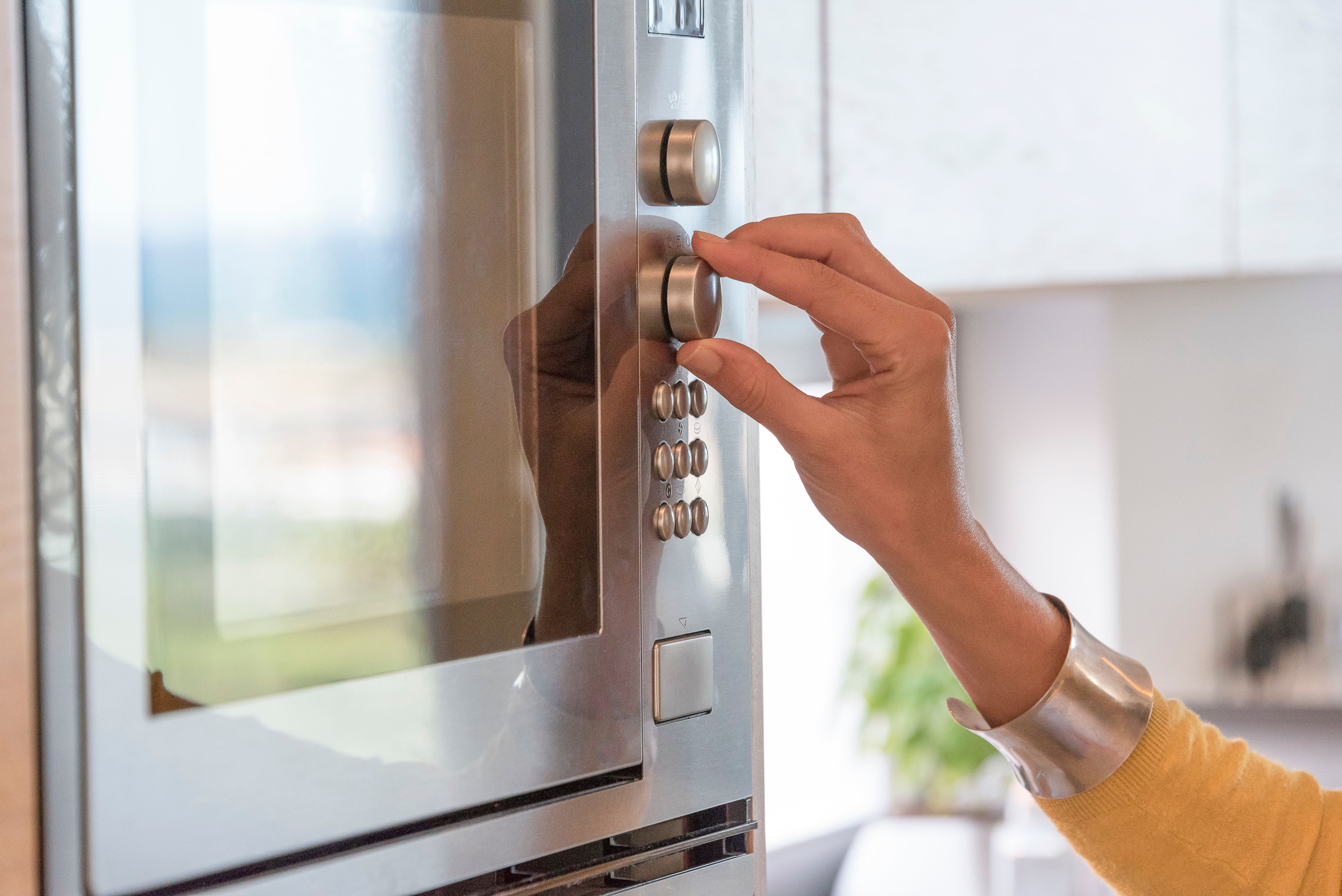 Λειτουργείτε το φούρνο μικροκυμάτων ενώ είναι άδειος; Δεν έχουμε καλά νέα για