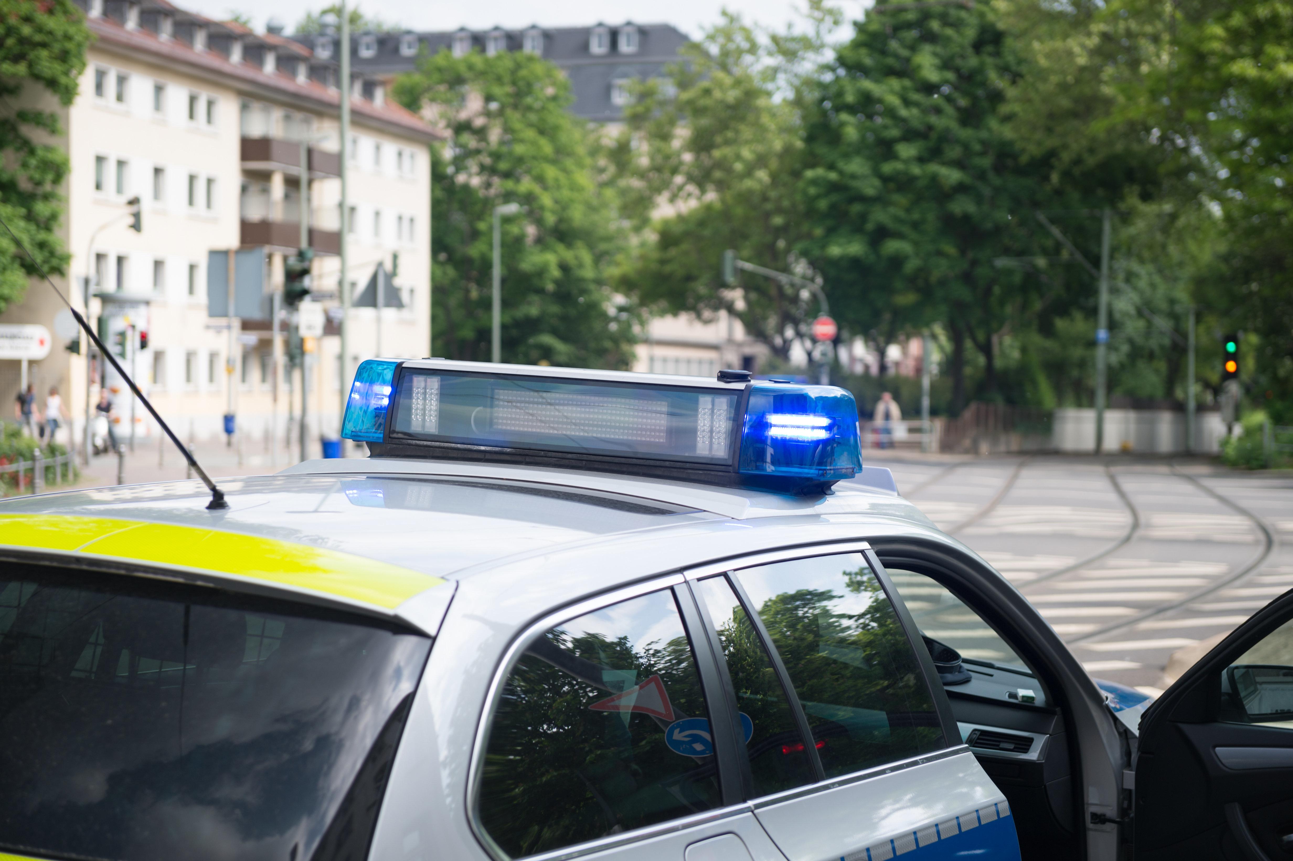 Trotz Ferienbeginn: Vater bringt Sohn zur Schule, am Ende muss die Polizei eingreifen