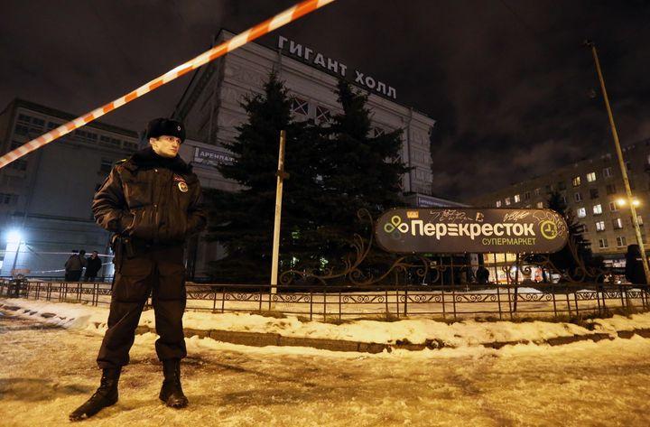 ST PETERSBURG, RUSSIA - DECEMBER 27, 2017: A police officer seen by the Perekrestok supermarket in Kalinina Square. An explos