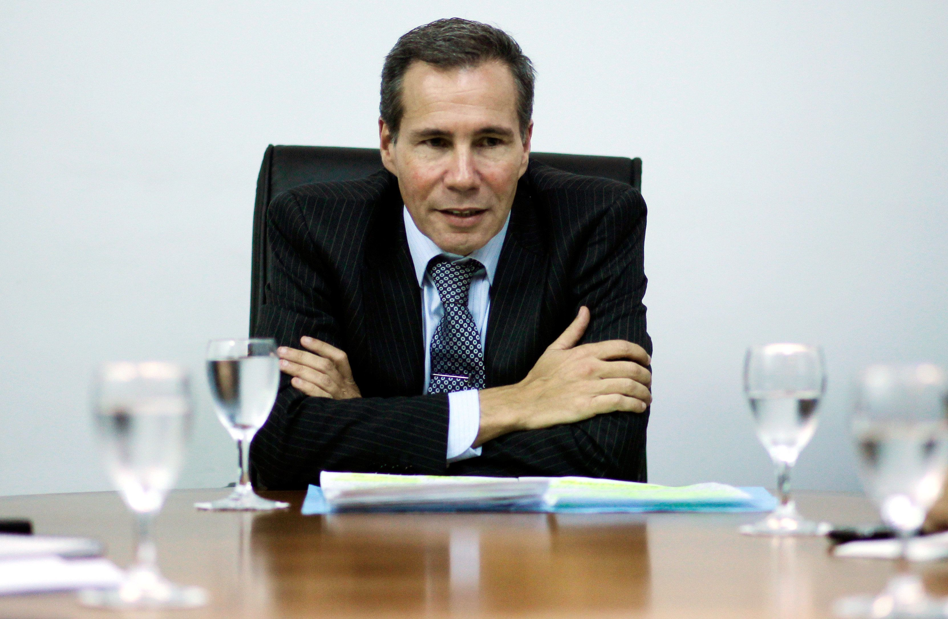 Late Argentine prosecutor Alberto Nisman speaks during a meeting with journalists in Buenos Aires, Argentina, May 29, 2013. Picture taken May 29, 2013.  REUTERS/Marcos Brindicci