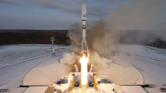 The Souyz-2 spacecraft with Meteor-M satellite and 18 additional small satellites launches from Russia's new Vostochny cosmodrome, near the town of Tsiolkovsky in Amur region, Russia November 28, 2017. REUTERS/Stringer