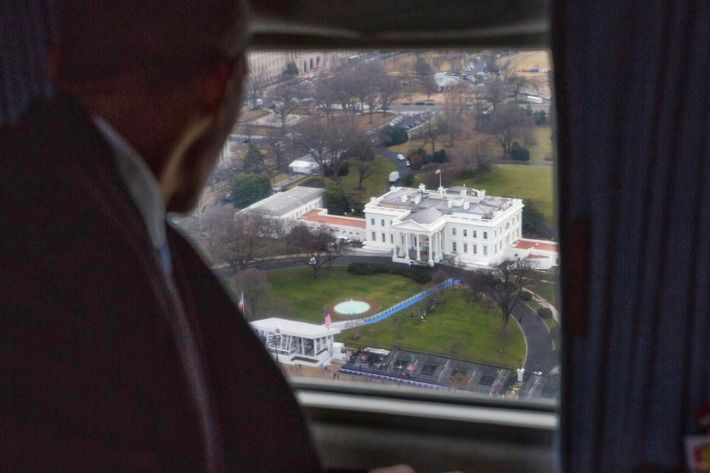 """President Obama on his final flight aboard what now is """"Executive One,"""" January 20, 2017"""