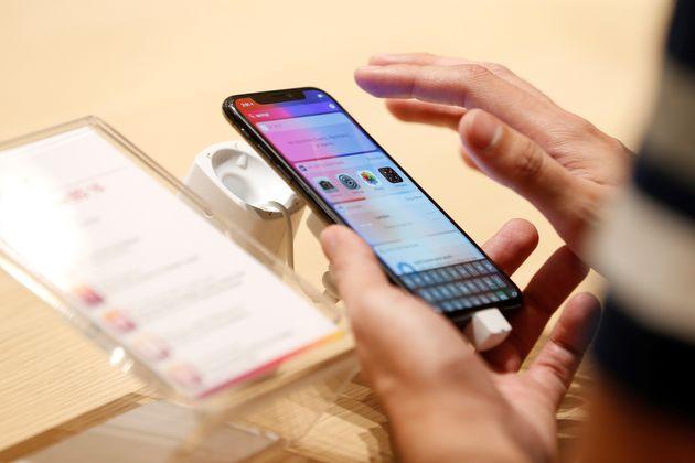 H Apple ζήτησε συγγνώμη για την επιβράδυνση των παλαιότερων