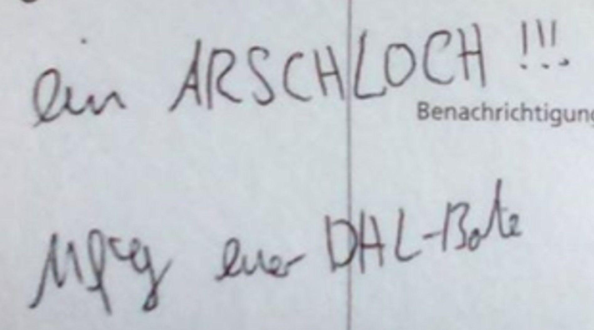"""""""Du bist ein A*****"""": DHL-Bote rastet aus, weil ein Paket plötzlich weg ist"""