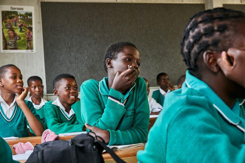 Students listen to Black Mamba scout Nkateko Mzimba talk about poaching, Foskor Primary School, South Arica, 2017.