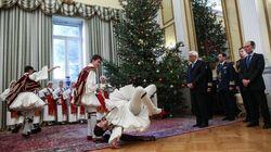 Ποιοι έψαλλαν τα κάλαντα στον Πρόεδρο της