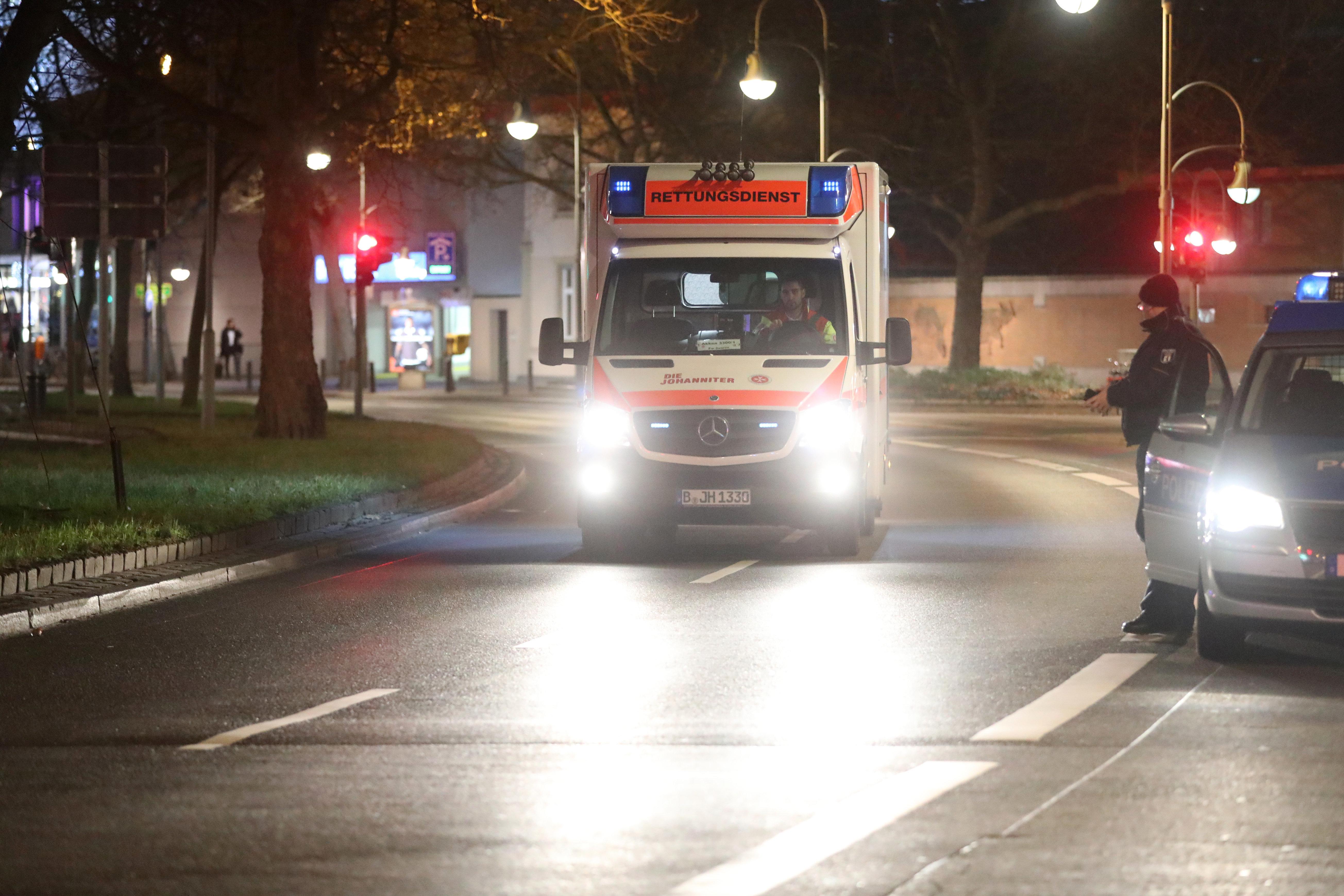 Salzburg: 26-Jähriger nimmt Sanitäter gefangen und droht ihnen mit dem Tod