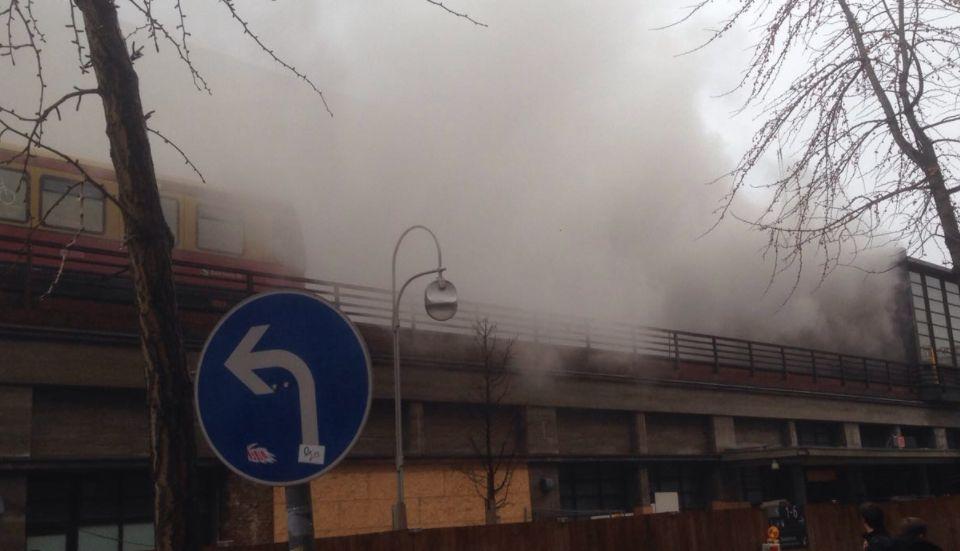 Rauch im Berliner Bahnhof Zoo - Großeinsatz der Feuerwehr