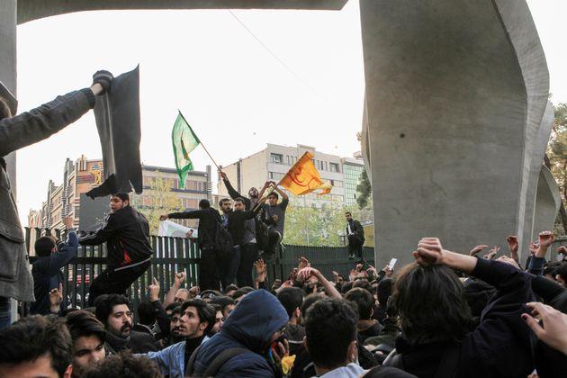 Demonstranten in Teheran am 30.