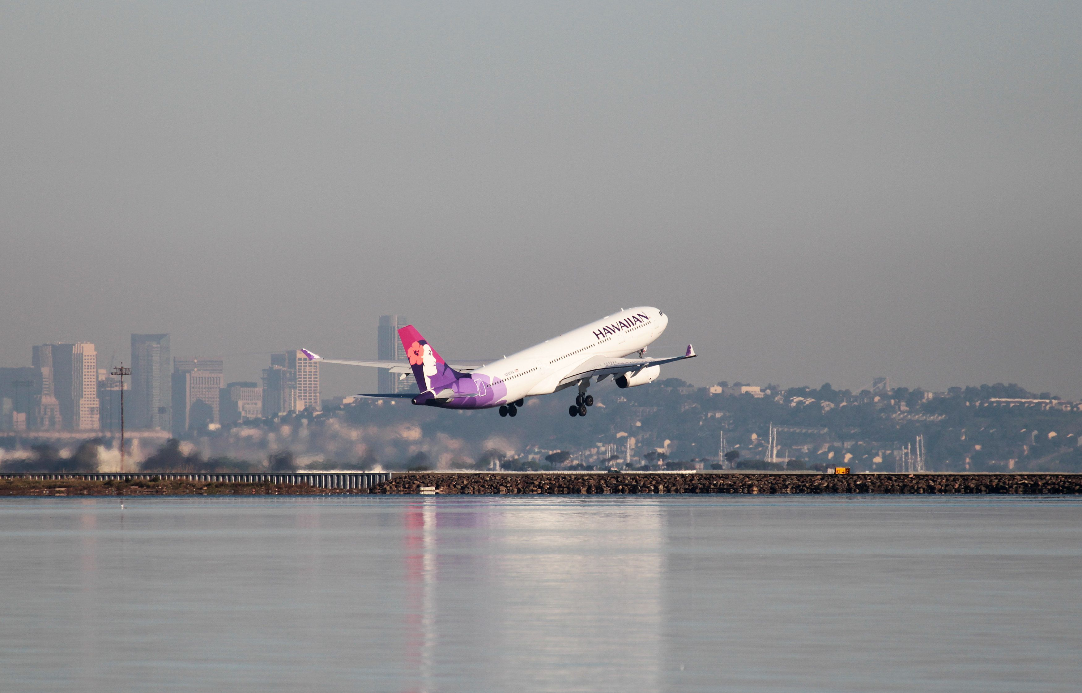 A Hawaiian Airlines Airbus A330-200 takes off at San Francisco International Airport, San Francisco, California, February 16, 2015.   REUTERS/Louis Nastro