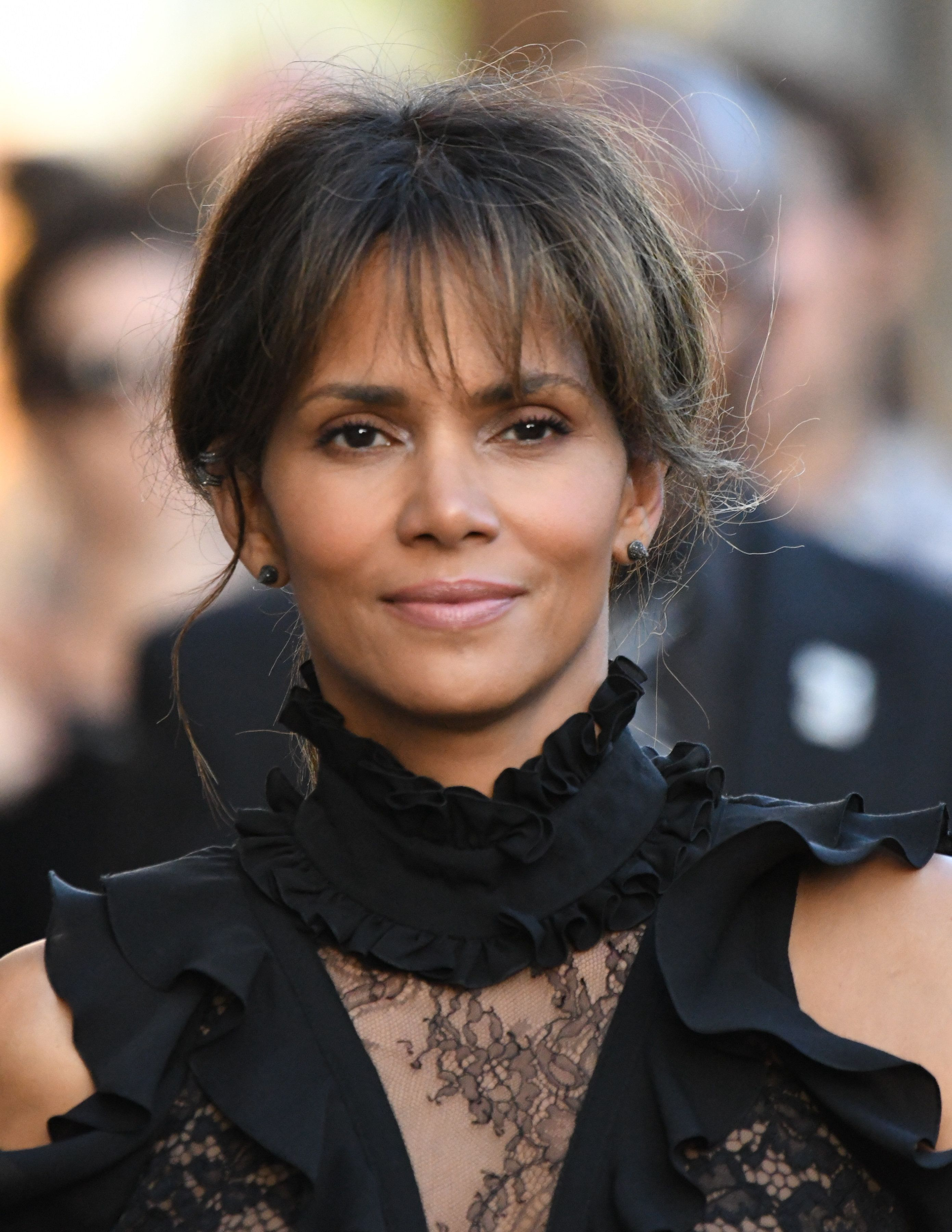 LOS ANGELES, CA - SEPTEMBER 21: Halle Berry is seen. on September 21, 2017 in Los Angeles, California.  (Photo by PG/Bauer-Griffin/GC Images)