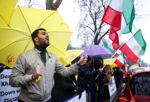 Στους 22 οι νεκροί στο Ιράν. 450 οι συλληφθέντες στην