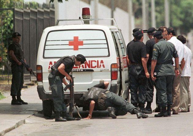 Περού: Τουλάχιστον 25 νεκροί από πτώση λεωφορείου σε