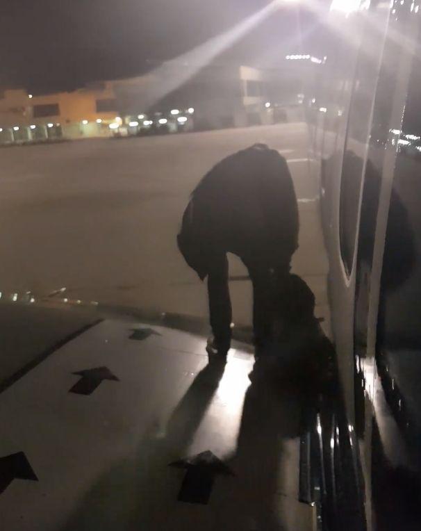 Impatient Ryanair Passenger Climbs Onto Wing
