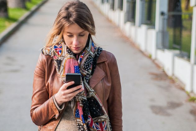 Youth worker tells parents to lead by example on social media