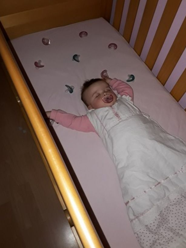 Mãe cria método para resolver o problema dos bebês que choram à noite por perder a