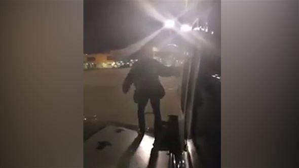 Video zeigt: Weil es ihm nicht schnell genug ging, nahm ein Ryan-Air-Passagier den Notausgang