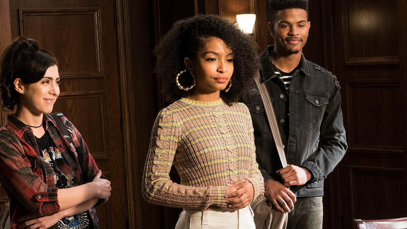 """BLACK-ISH - """"Liberal Arts"""" - Dre tearfully drops Zoey off to college for her two-day orientation, and she hits it off with fellow incoming freshman Miriam after they ditch the campus tour. They are smitten upon meeting Aaron, who is running the Black Student Union booth at the club fair. When Zoey finds out that Dre never turned in her housing application, she pays a visit to President Schock and Dean Parker to plead for mercy, on """"black-ish,"""" WEDNESDAY, MAY 3 (9:30-10:00 p.m. EDT), on The ABC Television Network. (ABC/Ron Tom)MALLORY SPARKS, YARA SHAHIDI, TREVOR JACKSON"""
