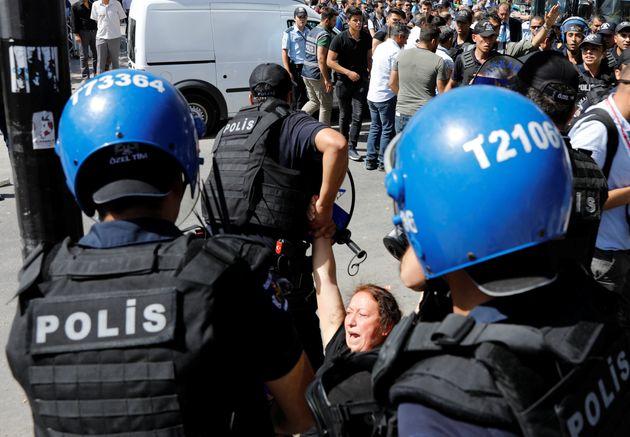Ακόμη 70 εντάλματα σύλληψης στην Τουρκία για «μέλη» του δικτύου