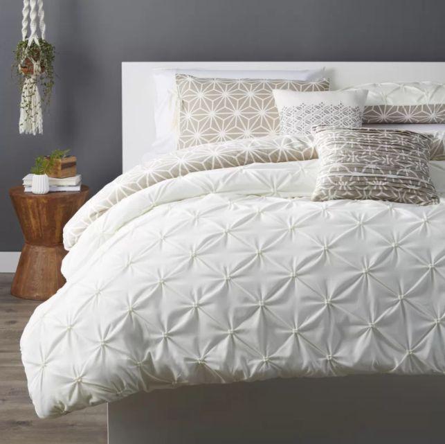 14 White Bedding Sets For That Winter Wonderland Look ...