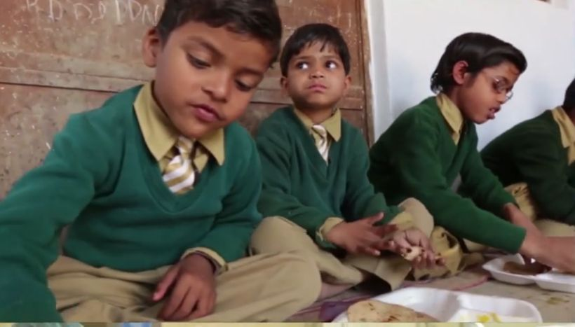 Schoolchildren eating Akshaya Patra-provided meal.