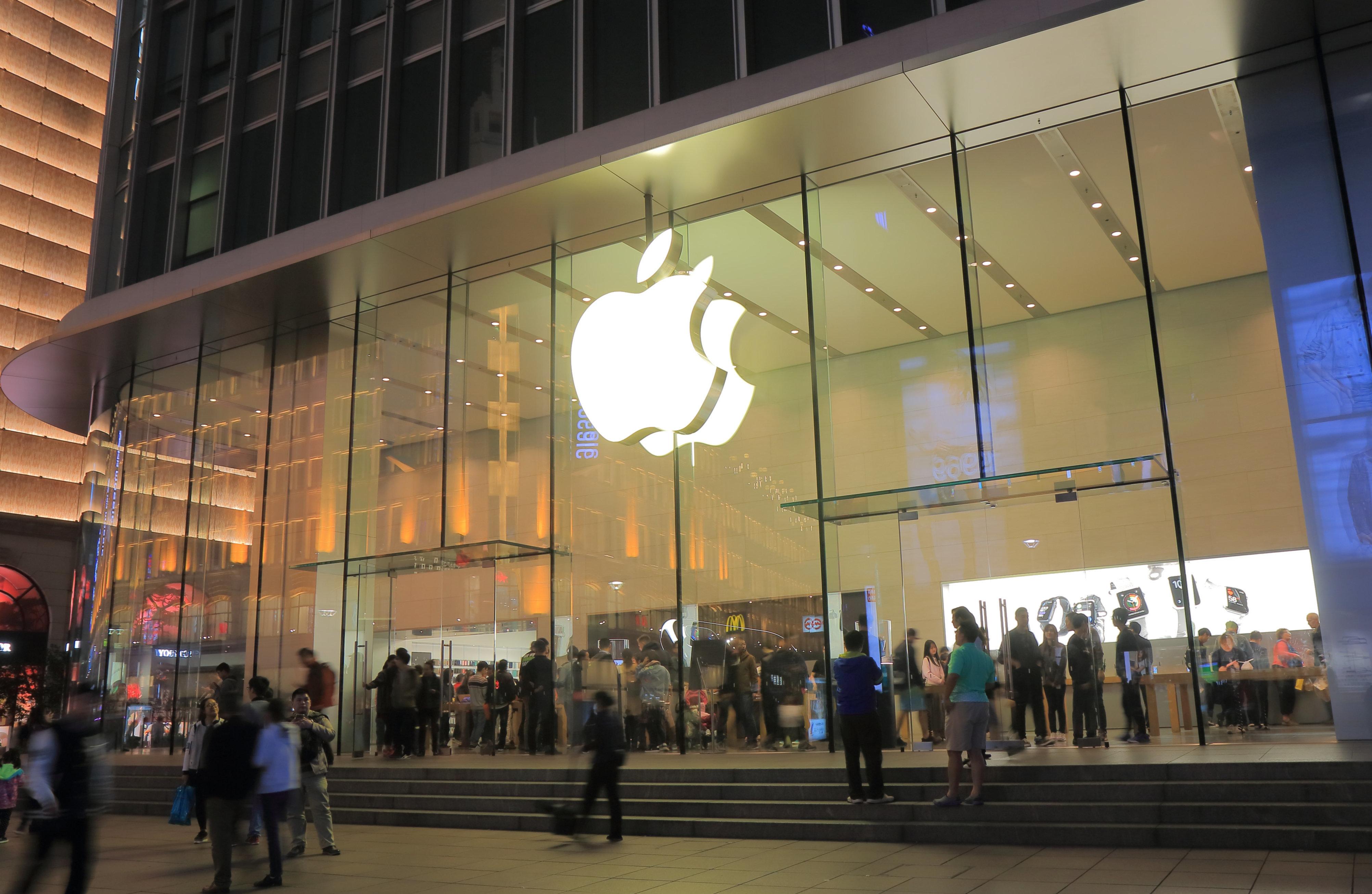 Apple-Jünger beim