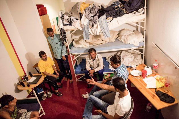 Pakistanische Flüchtlinge in einer Unterkunft in