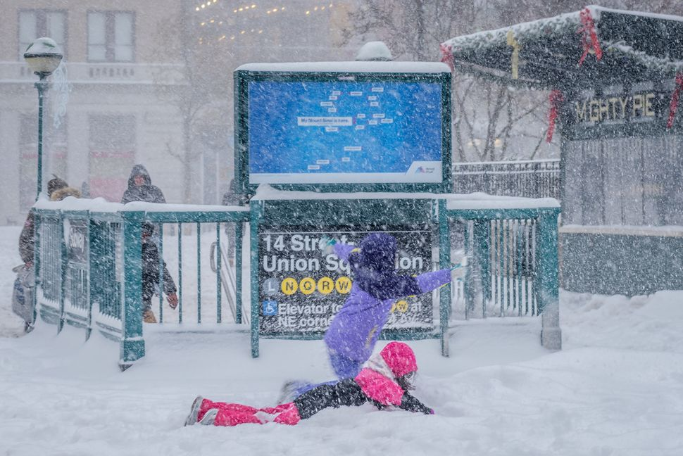 Children did not miss the opportunity to play in the snow in New York City.