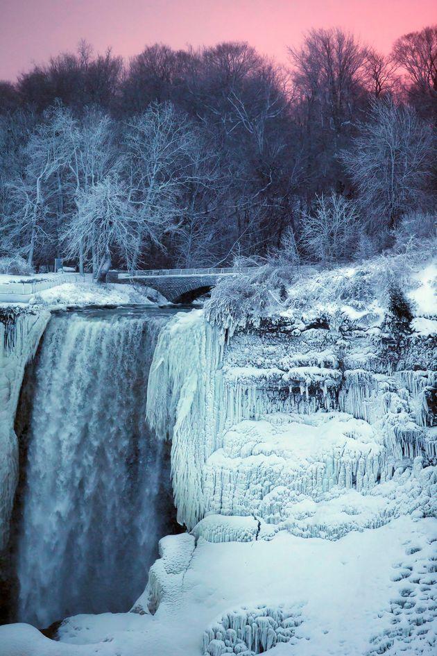 These Photos Of A Frozen Niagara Falls Are Pure Icy Magic