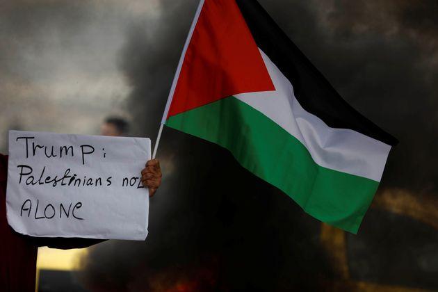 Ο Τραμπ αποφασίζει για «πάγωμα» της οικονομικής βοήθειας στους Παλαιστίνιους