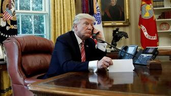 U.S. President Donald Trump congratulates Prime Minister Leo Varadkar of Ireland, during a phone call at the Oval Office of the White House in Washington, U.S., June 27, 2017. REUTERS/Carlos Barria     TPX IMAGES OF THE DAY