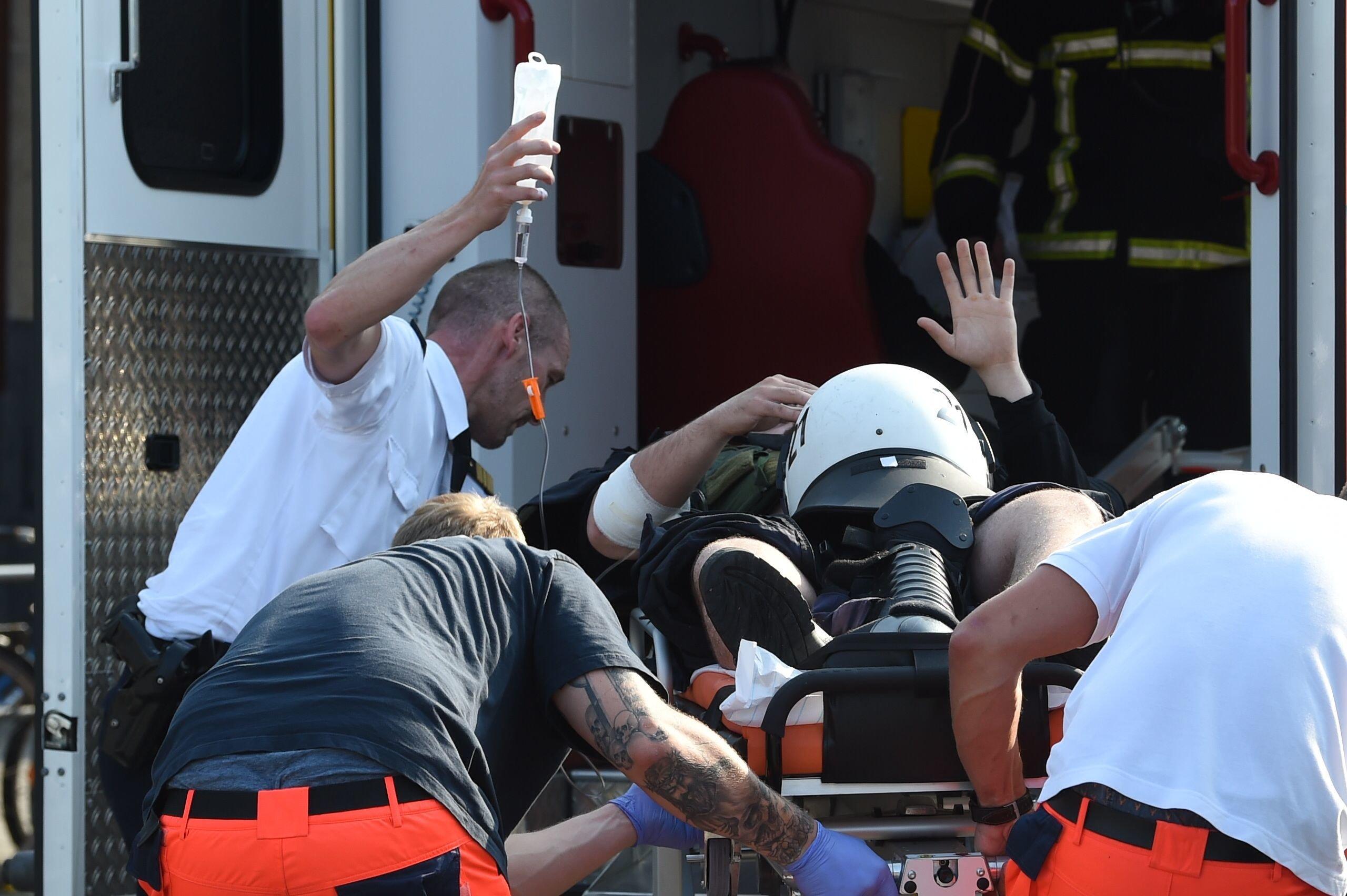 Mann greift Sanitäter an und will auf Defibrillator urinieren – Fall zeigt, wie alltäglich Gewalt gegen Retter