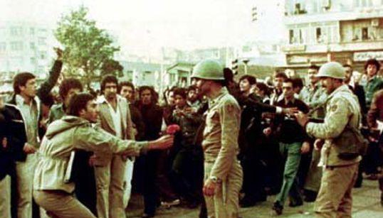 Ιανουάριος 1978: Όταν οι Ιρανοί διαδήλωναν για να διώξουν τον