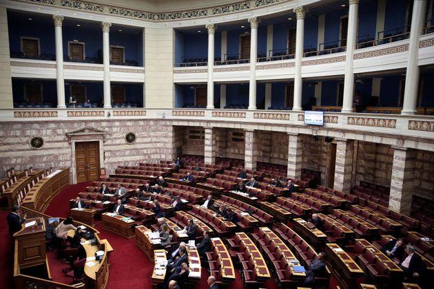 Την Τρίτη κατατίθεται στη Βουλή το πολυνομοσχέδιο με τα