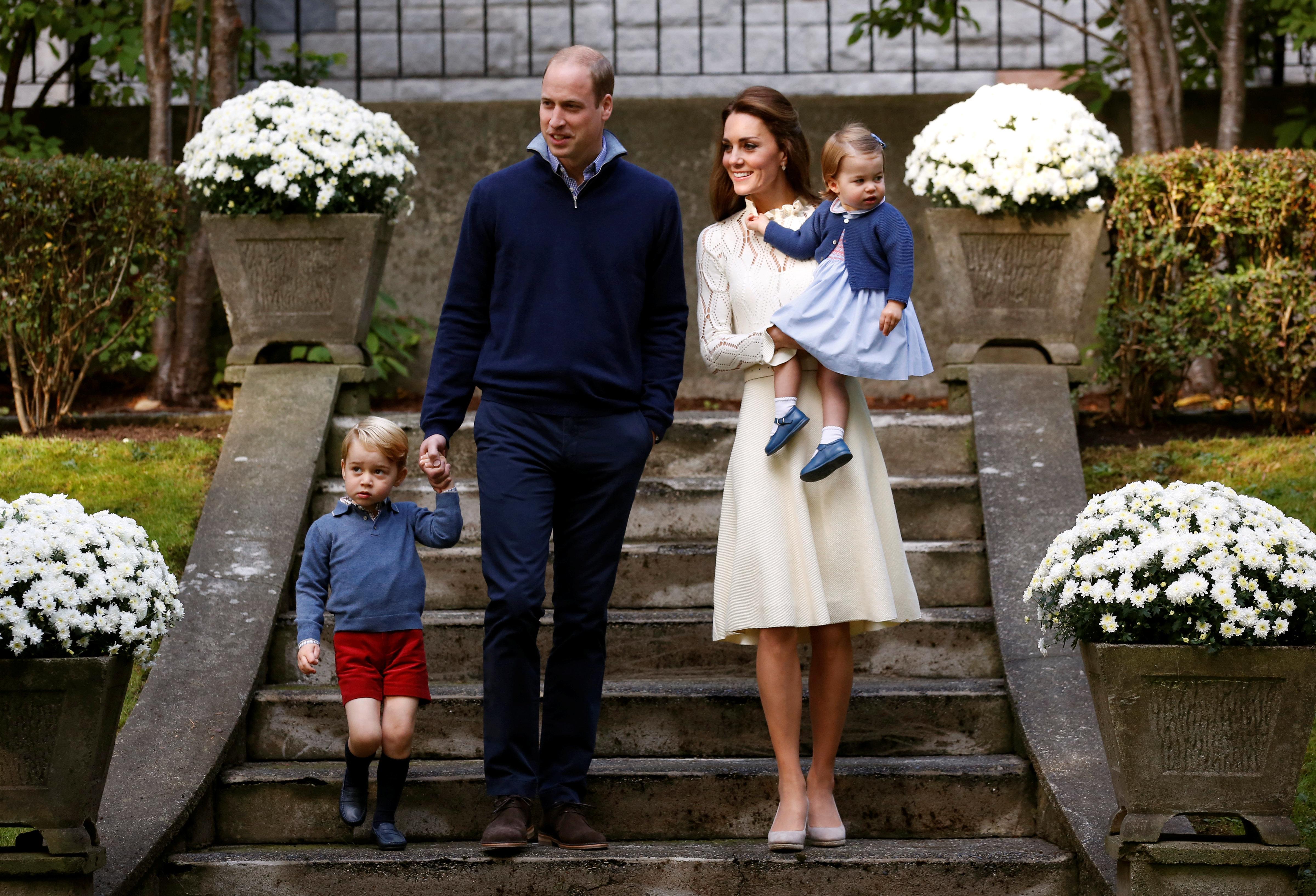 Expertin: Darum hält stets Prinz William und nicht Kate Sohn George an der Hand