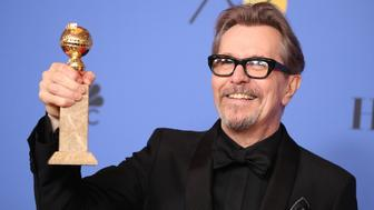 "75th Golden Globe Awards – Photo Room – Beverly Hills, California, U.S., 07/01/2018 – Gary Oldman poses backstage with his award for Best Performance by an Actor in a Motion Picture - Drama for ""Darkest Hour."" REUTERS/Lucy Nicholson"