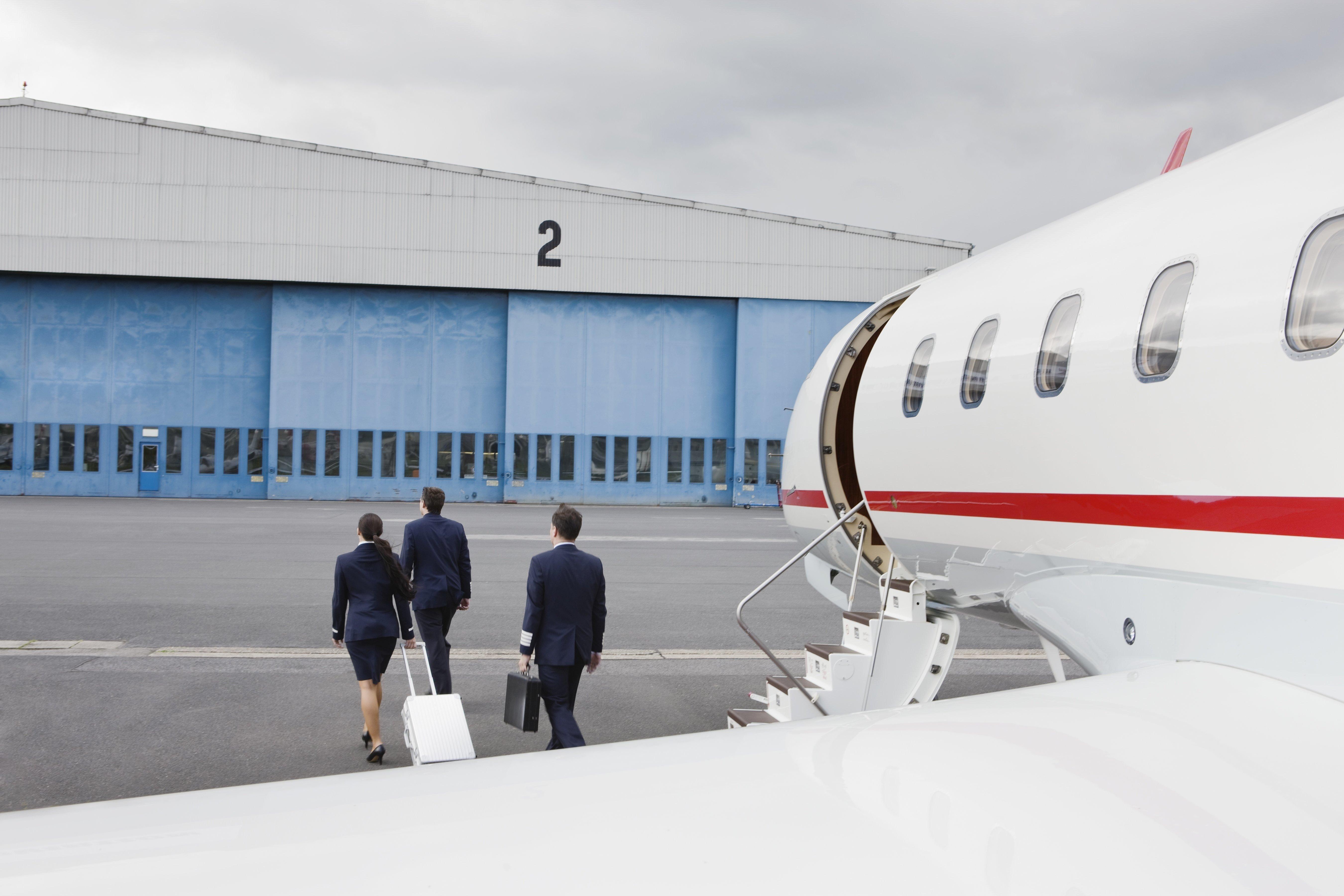 Drama in Kittilä Deutscher Pilot (50) von Flugzeugtür erschlagen