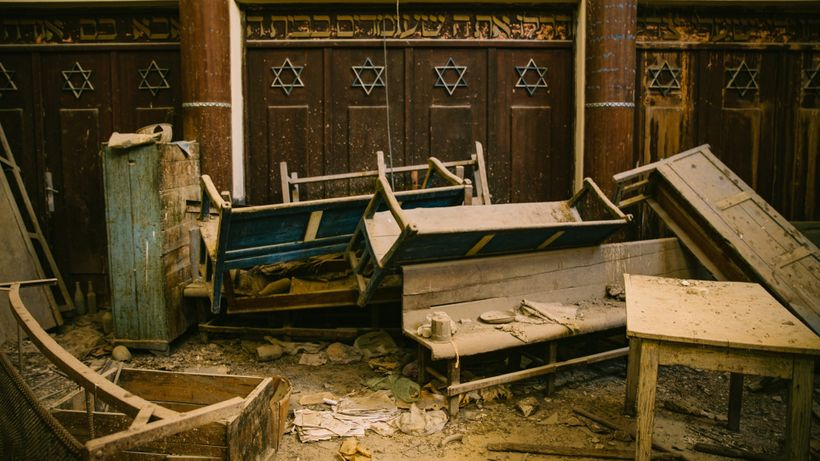 """A Tunisian synagogue visited in Margaux Fitoussi and Mo Scarpelli's short """"El Hara,"""" a tribute to the memories of the author"""