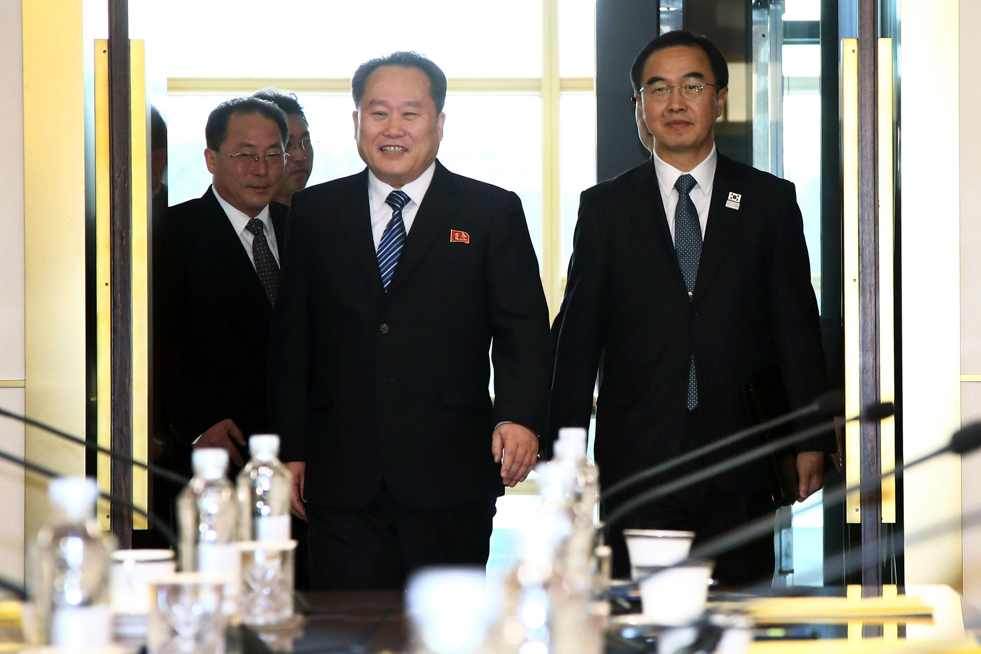 Ri Son Gwon, chairman of North Koreas Committee for the Peaceful Reunification of the Fatherland, center, and Cho Myoung-gyon, South Korea's unification minister, right, arrive for a meeting in the village of Panmunjom in the Demilitarized Zone (DMZ) in Paju, South Korea, on Tuesday, Jan. 9, 2018. North Korea's chief negotiator urged his South Korean counterpart to consider allowing a live broadcast of the talks that started today between the neighbors. Photographer: KPPA/Pool via Bloomberg