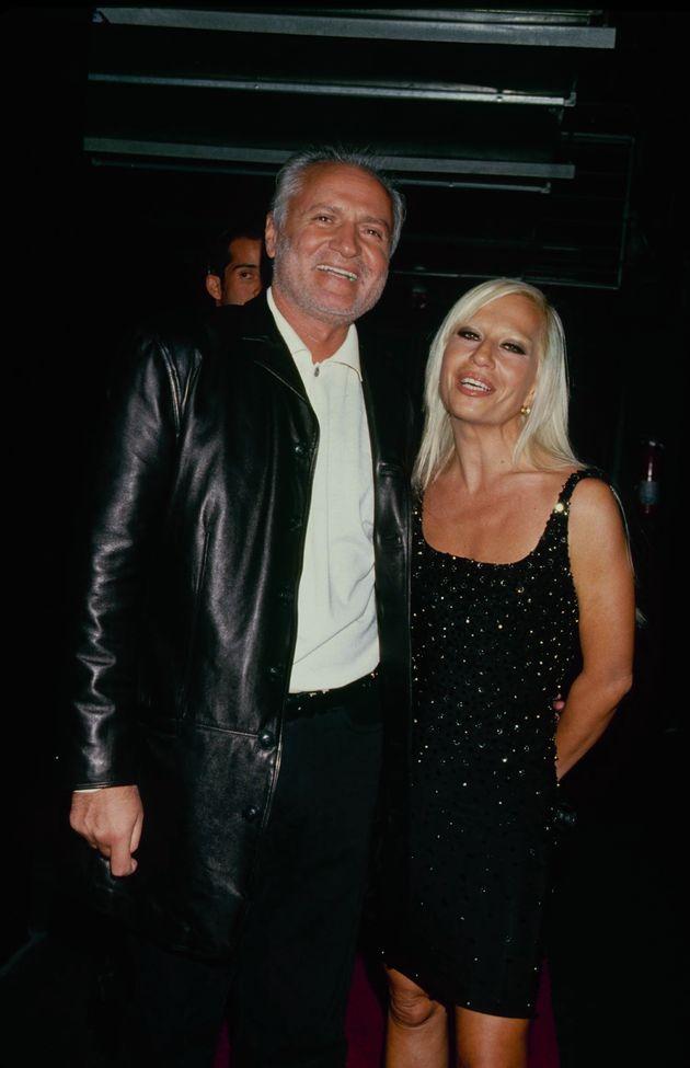 Ο Gianni Versace με την αδελφή του,...