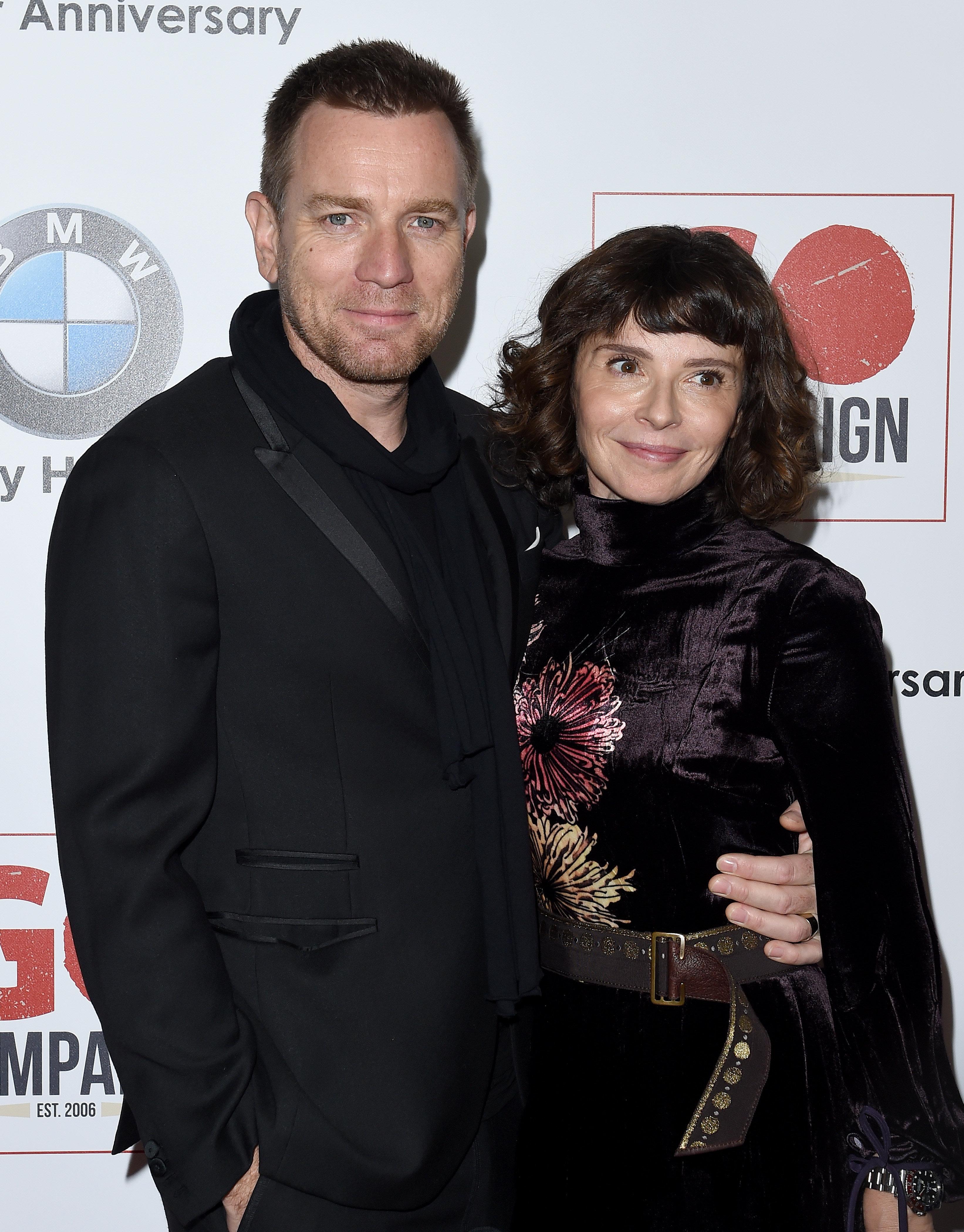 Έτσι είναι οι σύγχρονοι χωρισμοί: ο Ewan McGregor ευχαριστεί ανοιχτά την πρώην γυναίκα του αλλά και τη νυν σύντροφό